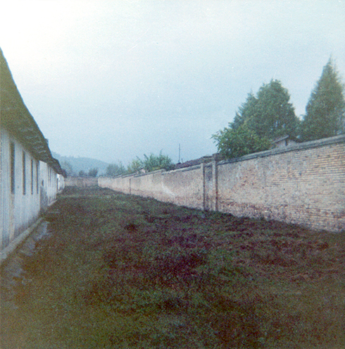 barracks-wall_r72