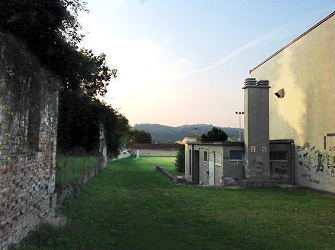back-wall_r72