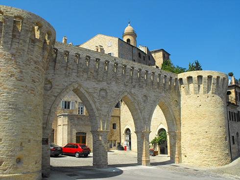Petritoli_Tre_Archi-wikimedia-r72